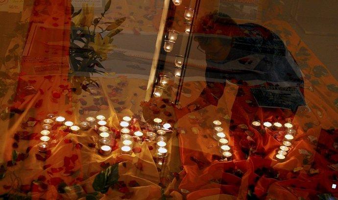 Uctění obětí letu MH17 Malaysia Airlines před kostelem v Kuala Lumpur