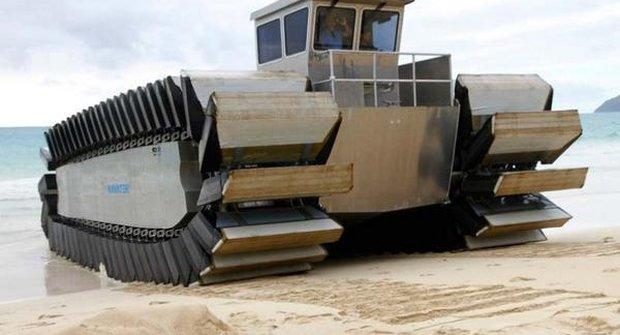 Moderní technika: Obojživelný transportér Uhac na souši i ve vodě