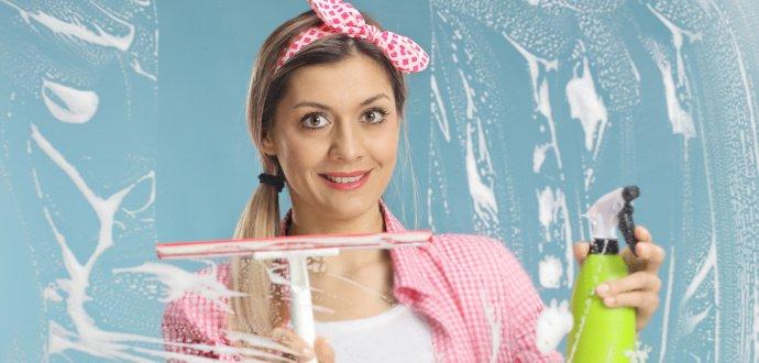 Vyleštené okná: 6 rád od profíkov, ako si poradiť s umývaním okien