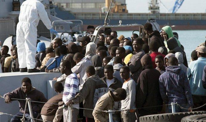Uprchlíci u pobřeží Sicílie