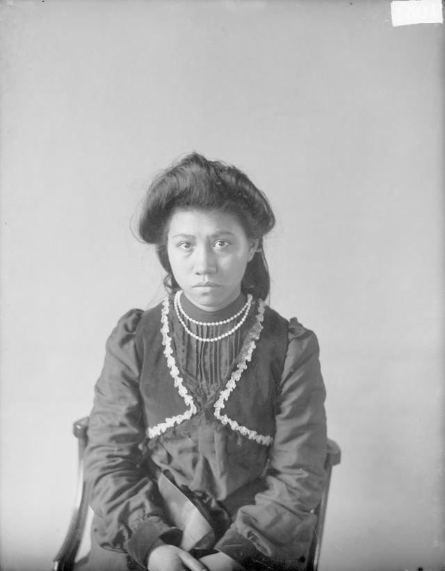 Unikátní fotografie indianů, kteří byli nuceni se začlenit do bělošské společnosti