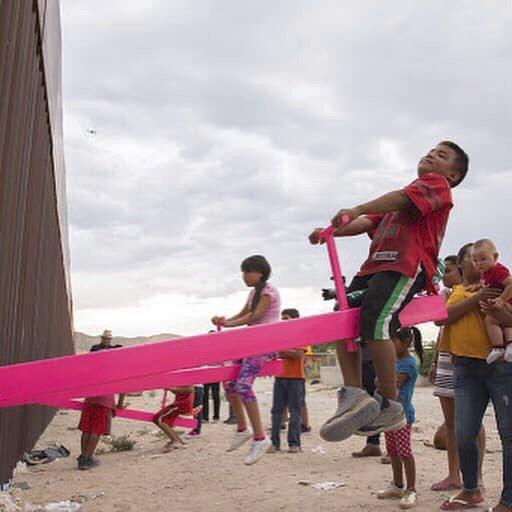 Houpačka na hranicích USA a Mexika