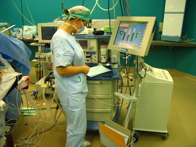 Klinika anesteziologie, resuscitace a intenzivní medicíny Ústřední vojenské nemocnice v Praze.