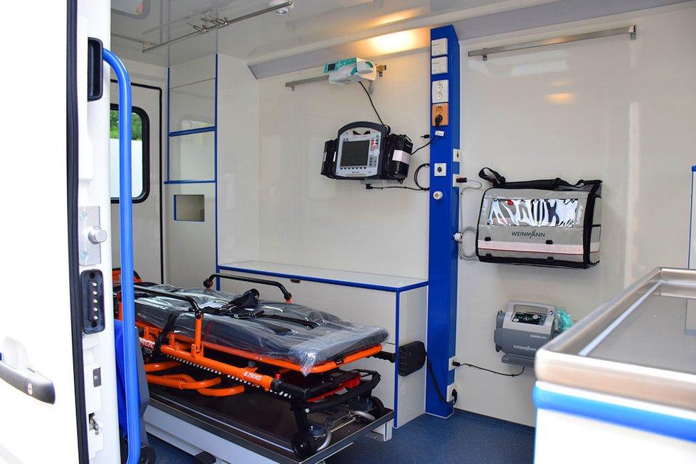 Sanitka Mobilní jednotky intenzivní péče Ústřední vojenské nemocnice