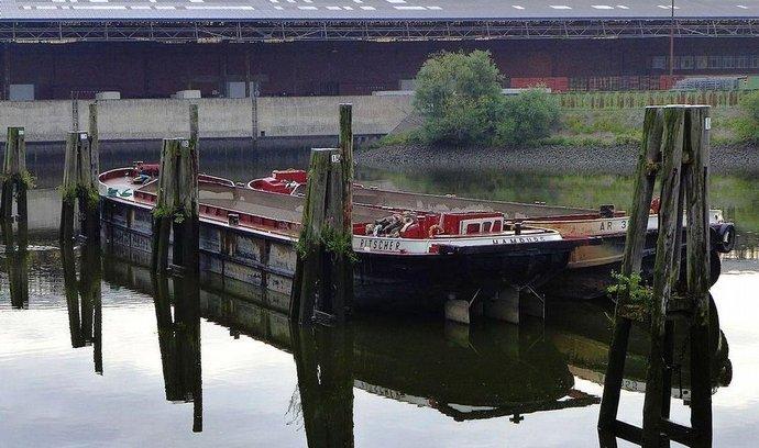 Území Moldauhafen v hamburském přístavu