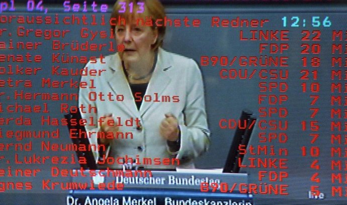 """V Evropském parlamentu vyvolalo oznámení o rozhodnutí německého ústavního soudu podle agentury DPA dlouhý aplaus. """"Spolkový ústavní soud stížnosti odmítl, Evropský stabilizační mechanismus je přípustný,"""" ohlásil předseda EP Martin Schulz, načež prý následoval téměř půlminutový potlesk.  (Foto Profimedia)"""