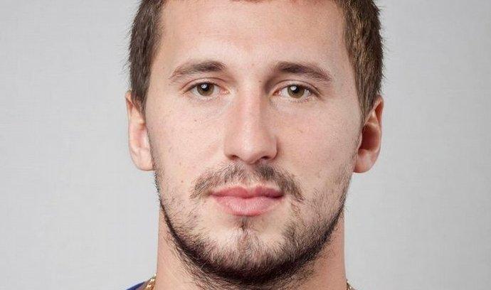 V moskevské nemocnici dnes ráno zemřel ruský hokejista Alexandr Galimov, který spolu s palubním inženýrem Alexandrem Sizovem jako jediný minulou středu přežil tragickou leteckou havárii u Jaroslavle. Hráč, který při katastrofě utrpěl hluboké popáleniny na 90 procentech povrchu těla, byl po převozu do Moskvy uveden do umělého spánku, z něhož se už neprobral.