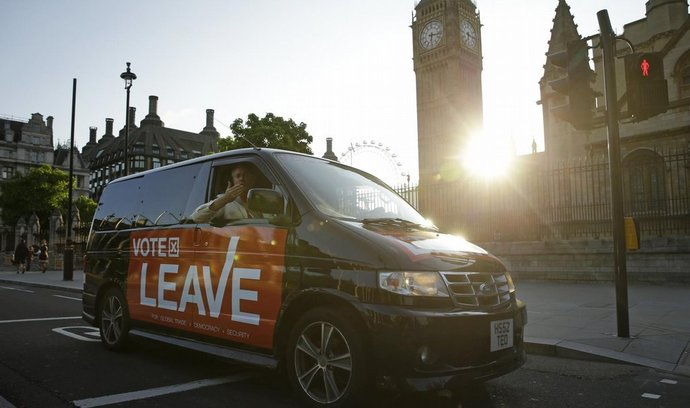V referendu o odchodu z EU vyhráli zastánci brexitu (24. června 2016)