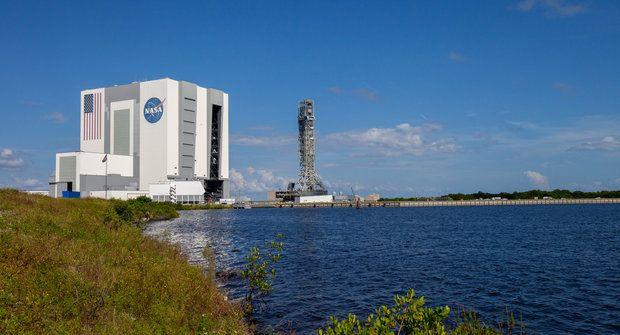 Hala VAB: NASA zve na návštěvu největší montážní fabriky světa