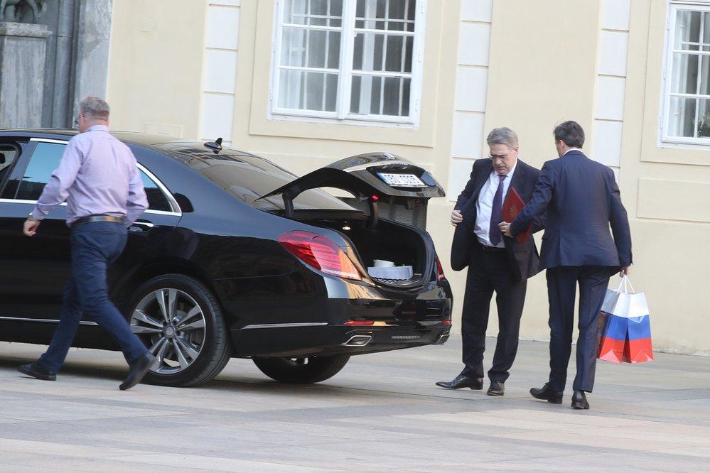 Na oslavu 80. narozenin exprezidenta Václava Klause dorazil i ruský velvyslanec Alexandr Zmejevskij (18.6.2021)