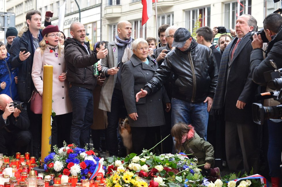 Václav Klaus ml. (Trikolóra hnutí občanů) se dostavil na Národní třídu, aby oslavil památku 30 let svobody (17.11.2019)