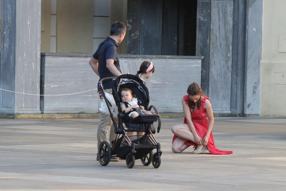 Syn exprezidenta Václava Klause Jan na oslavě s manželkou a dětmi (18.6.2021)
