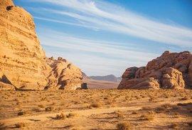 Údolí Vádi Ramm v jordánské poušti vás nadchne svojí drsnou krásou i bohatou historií