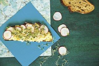 Svačiny na výlet i na piknik: Hrnkové muffiny s ovocem, nejlepší vajíčková pomazánka a škvarkové tyčinky