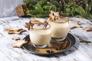 Vaječný likér: Recept a video, jak připravit sladkou vánoční klasiku
