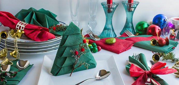 Dokonalá vánoční tabule: poskládejte ubrousky 3× jinak
