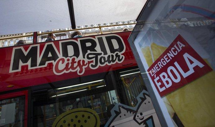 Varování před ebolou v ulicích Madridu