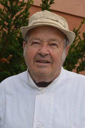 Včelař Josef Okál.