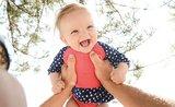 Oblečte miminko na procházku v parném dni