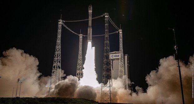 Evropská raketa Vega vynesla do vesmíru 53 družic i zařízení z Česka