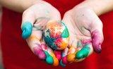 Tipy na zdobení velikonočních vajec, které zvládnou i děti