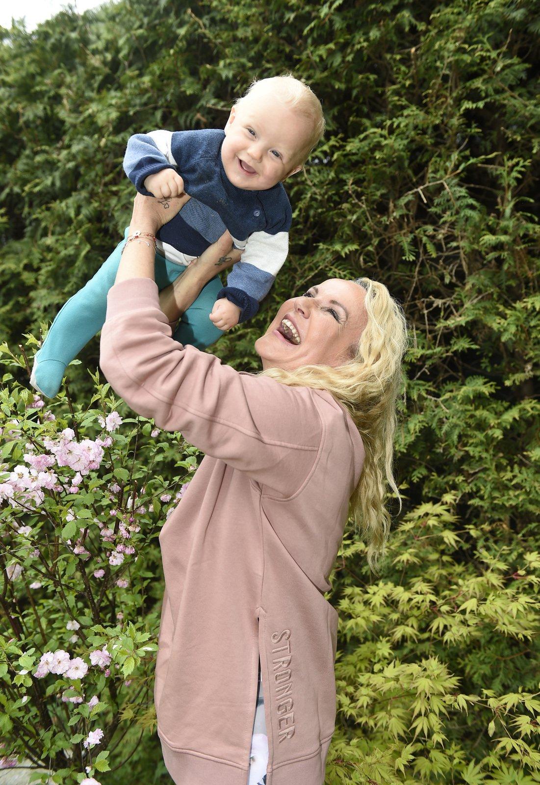Vendula si mateřství se synem Pepíčkem naplno užívá.