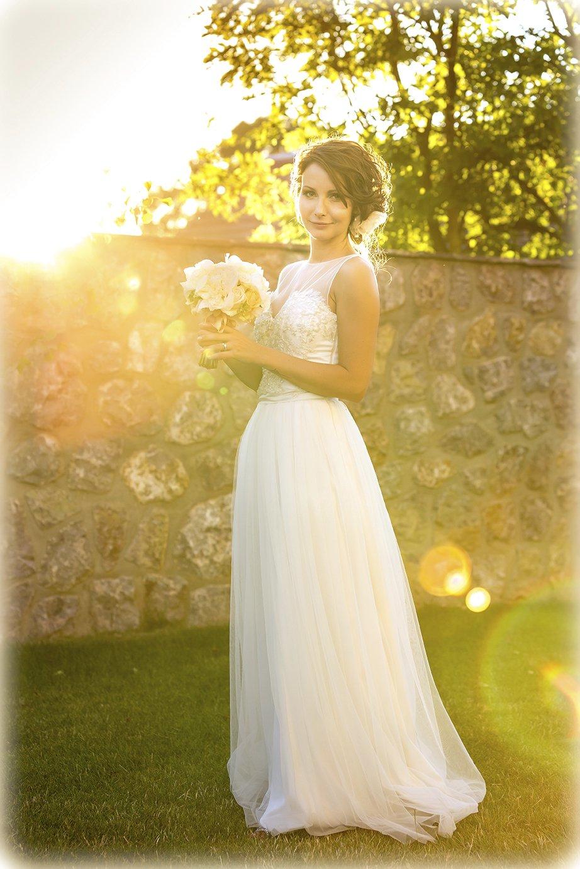 Šaty, v nichž řekla »ano« Biseru Arichtevovi si herečka navrhla sama.