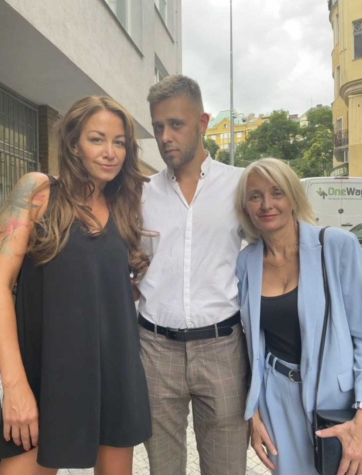 Žilková s Agátou a synem Vincentem na premiéře.