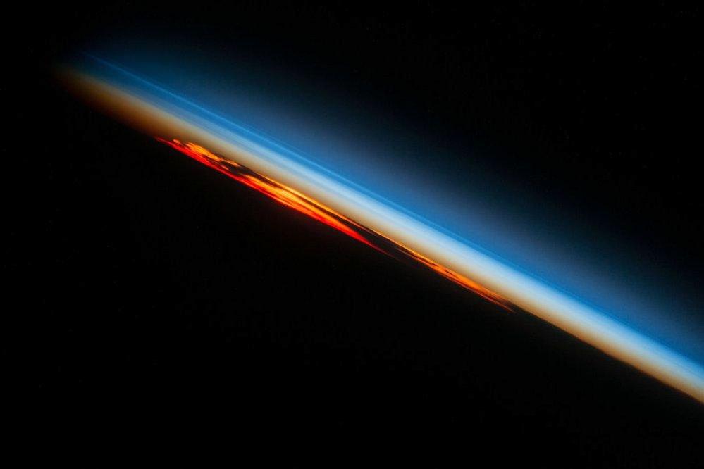 Západ slunce z vesmíru