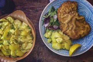 Bramborový salát bez majonézy podle pana Cuketky hravě nahradí váš klasický recept!