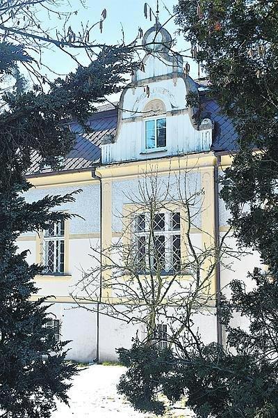 Krásná prvorepubliková vila po Jiřině Jiráskové a Zdeňku Podskalském stojí uprostřed jihočeských Malenic.