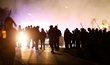 Protesty ve Virginii si vyžádaly tři lidské životy. Se dvěma policisty se zřítil vrtulník, jedna žena zemřela poté, co do davu najel extremista.