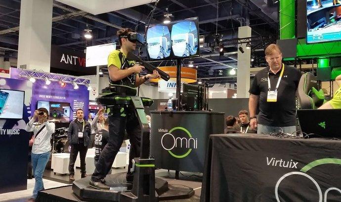 Virtuix Omni umožní reálně chodit ve virtuální hře