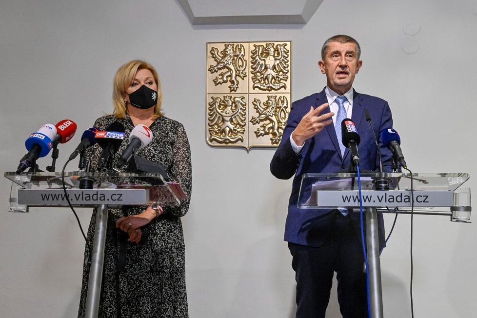 Vládní tiskovka k energiím a koronavirovým opatřením: Ministryně financí Alena Schillerová (ANO) a premiér Andrej Babiš (ANO) (20.10.2021)