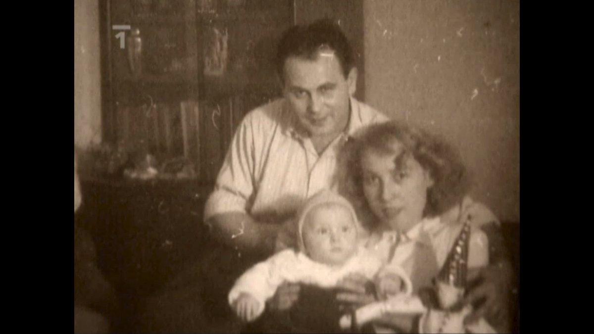 1952 - Vladimír Marek s rodiči, tatínek byl kuchař a maminka Helena je vyučená dámská krejčová