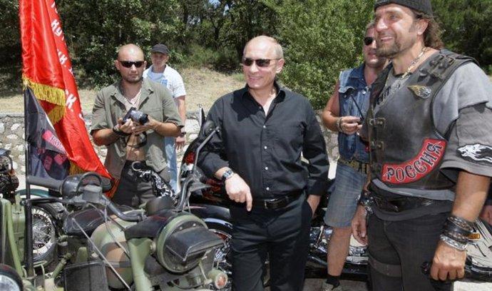 Vladimir Putin a vůdce motorkářského klubu Noční vlci Alexandr Zaldostanov