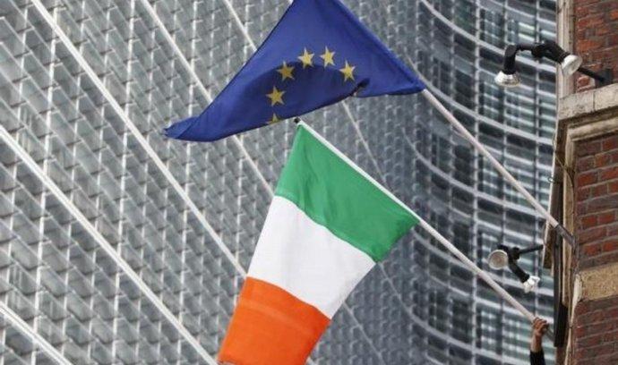 Vlajky Irska a EU v Bruselu
