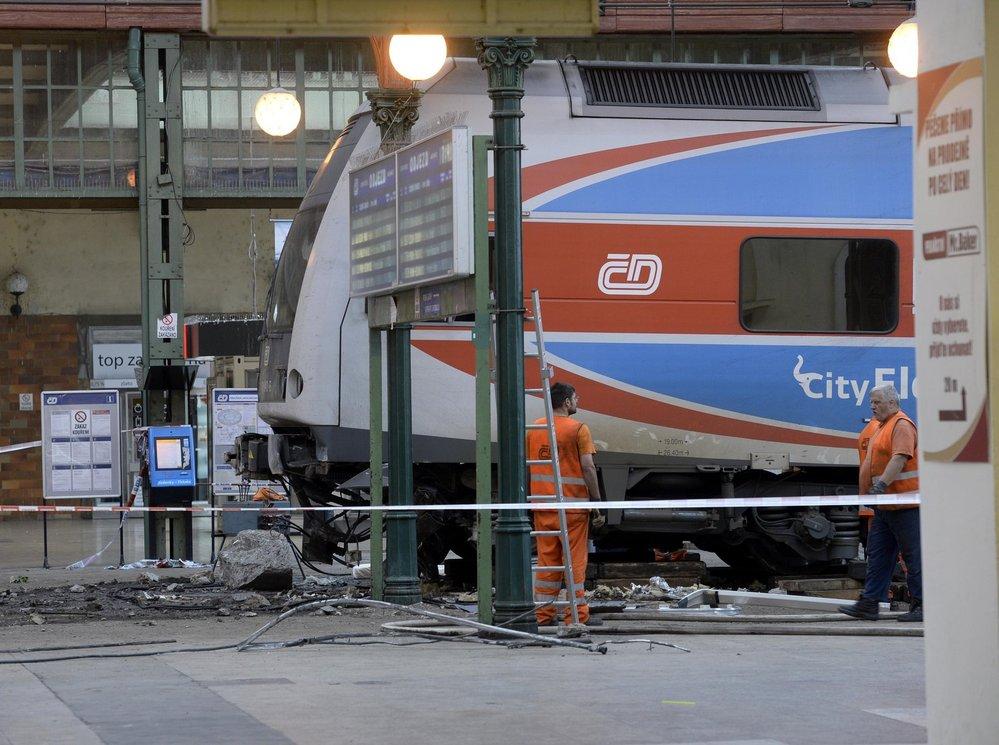 Nehoda vlaku na Masarykovo nádraží v Praze