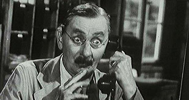 1956: Vlasta Burian coby účetní Dušek v komedii Zaostřit, prosím