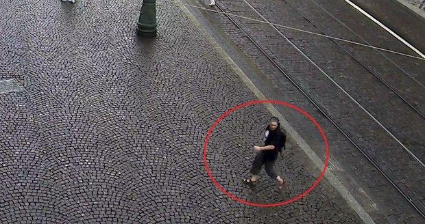 Policie pátrá po muži, který se vloupal do vozidla.