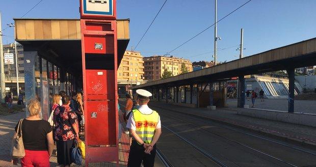 Z důvodu poruchy trakčního vedení nejezdí ze Strossmayerova náměstí na Maniny tramvaje. Zavedena je náhradní autobusová doprava.