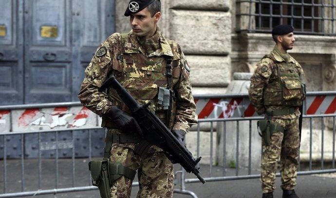 Vojáci hlídají francouzskou ambasádu v Římě