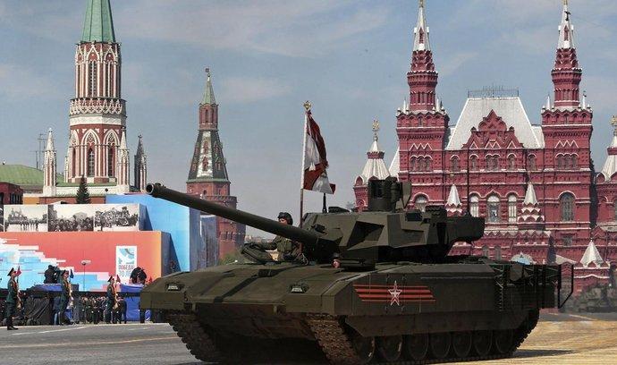 Vojenská přehlídka v Moskvě - tank T-14 Armata