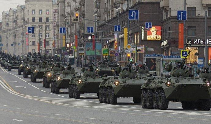 Vojenská přehlídka v Moskvě v roce 2013 (ilustrační foto)