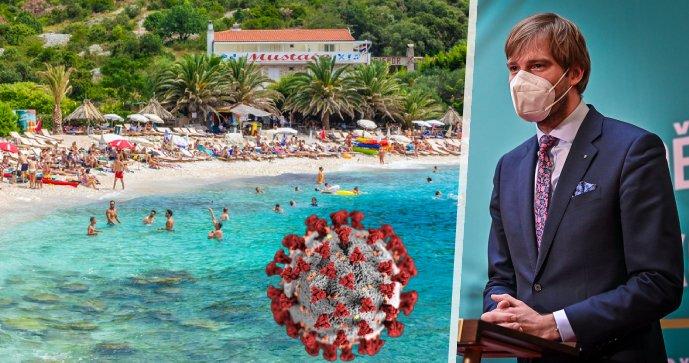 Pláž na ostrově Hvar a ministr zdravotnictví ČR Adam Vojtěch (za ANO)