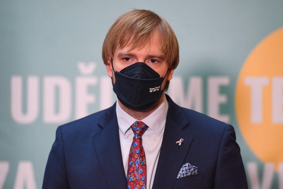 Ministr zdravotnictví Adam Vojtěch (za ANO) na tiskové konferenci k aktuální epidemiologické situaci (15.10.2021)