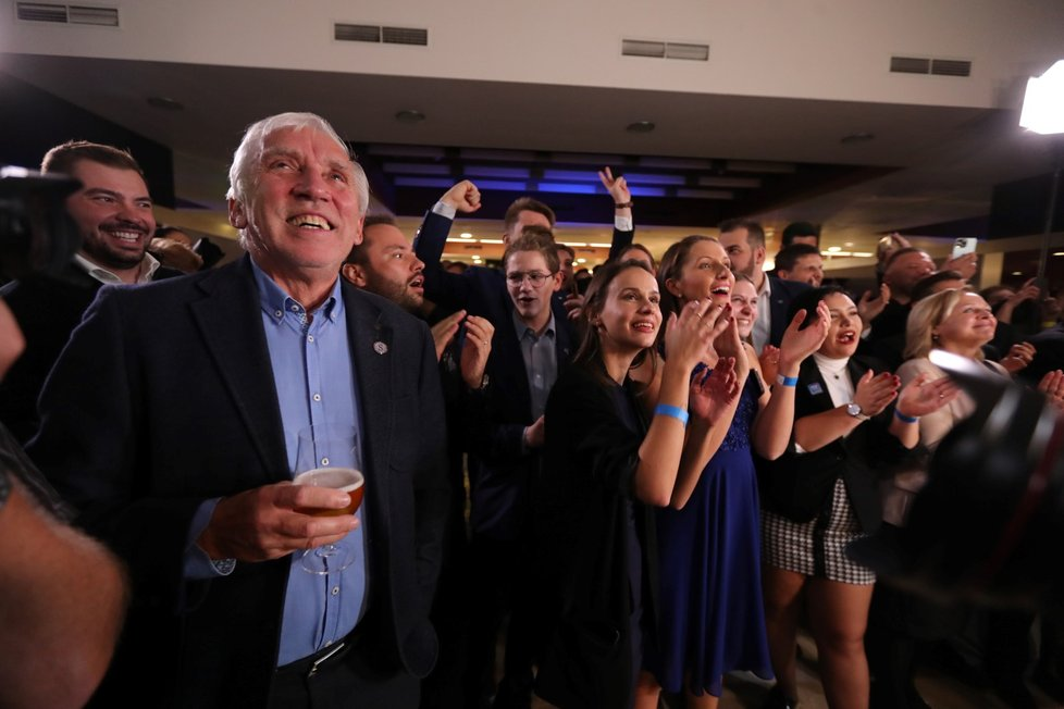 Volby 2021: Štáb Spolu (9.10.2021): Koalice oslavuje vítězství nad ANO