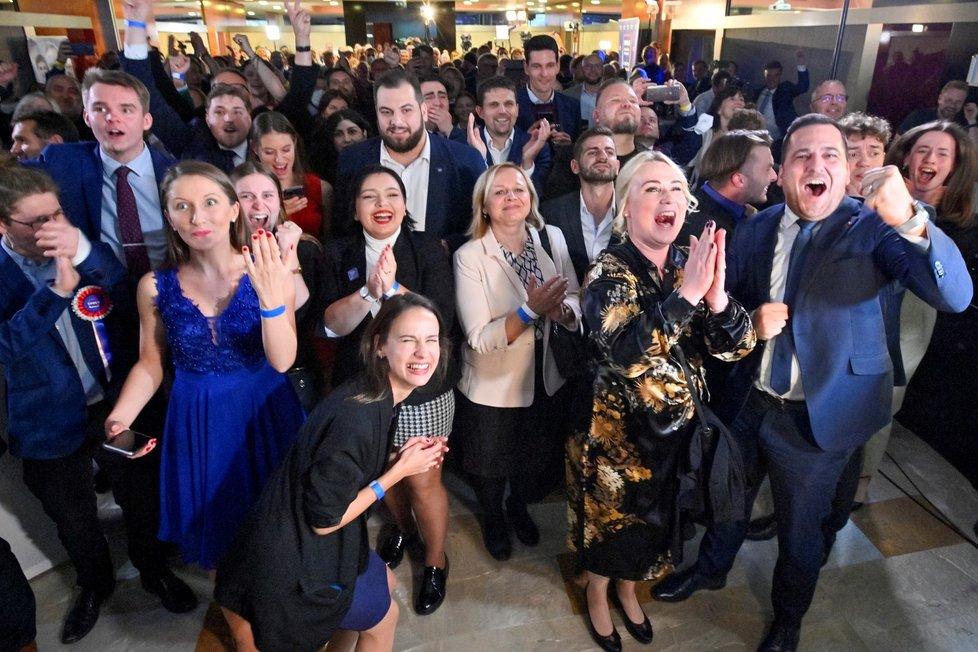 Volby 2021: Štáb Spolu (9.10.2021): Koalice slaví vítězství