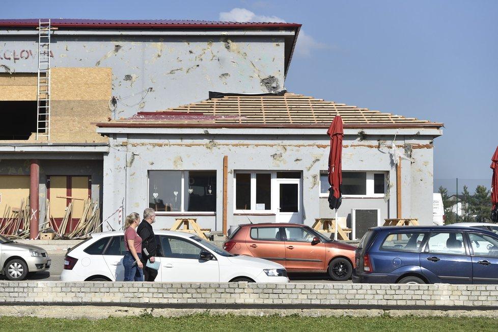 Volby 2021: Do volebních místností zamířili lidé i v Moravské Nové Vsi, kterou v červnu postihlo tornádo (8.10.2021)