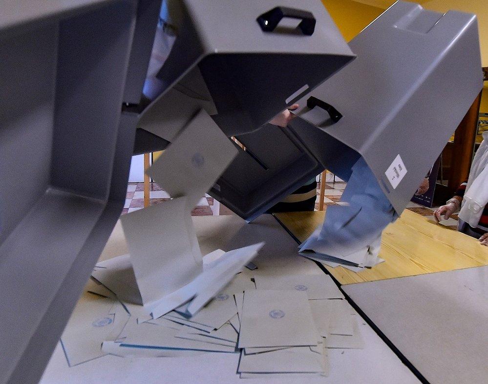 Sčítání výsledků 2. kola senátních voleb (10. 10. 2020)